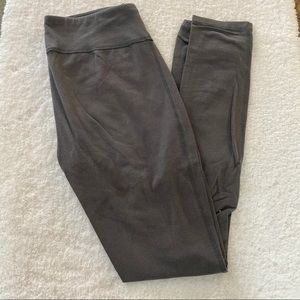 Under Armour Size Small Gray Fitted Leggings